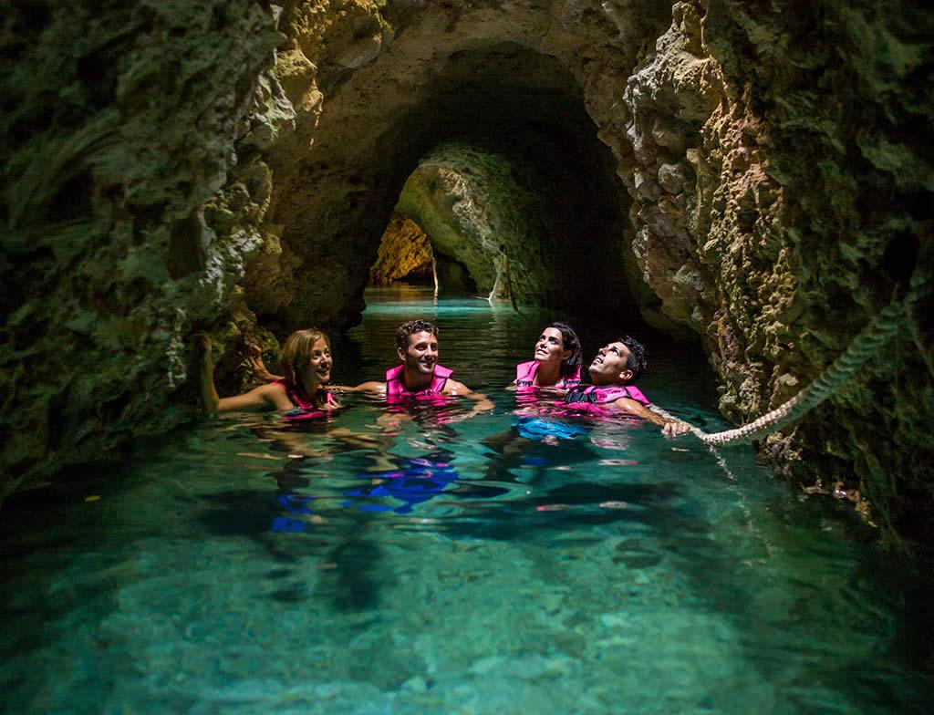 Tour Xcaret río subterráneo